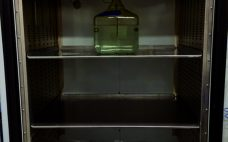 Photo 1: Standard one-bottle position in chamber
